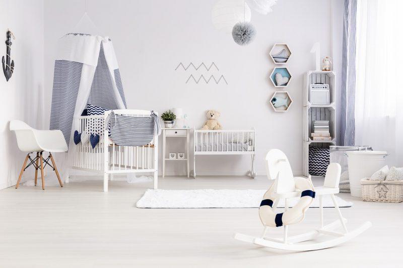 białe ściany, pokój dziecięcy, meble